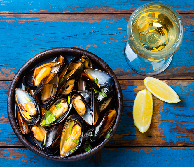 Steamed Mussels in Garlic Lemon Sauce